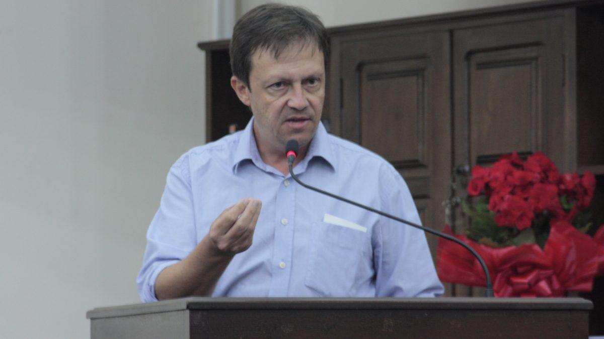Paulinho defende expansão de escolas em período integral