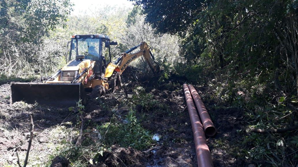 Prefeitura inicia a substituição de emissário às margens do Córrego da Onça