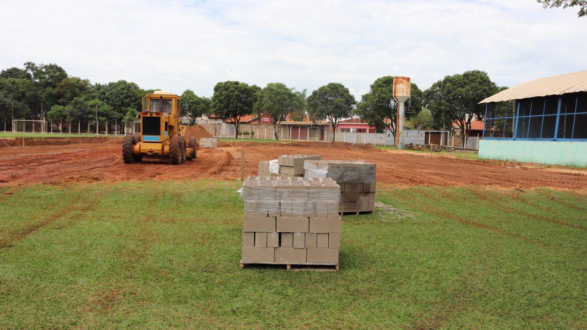 Mini campo sintético do Ginásio de Esportes começou a ser construído