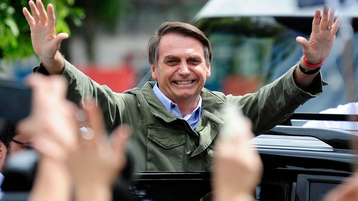 Bolsonaro aumenta valor após fala de Maia e propõe R$ 600 a trabalhadores