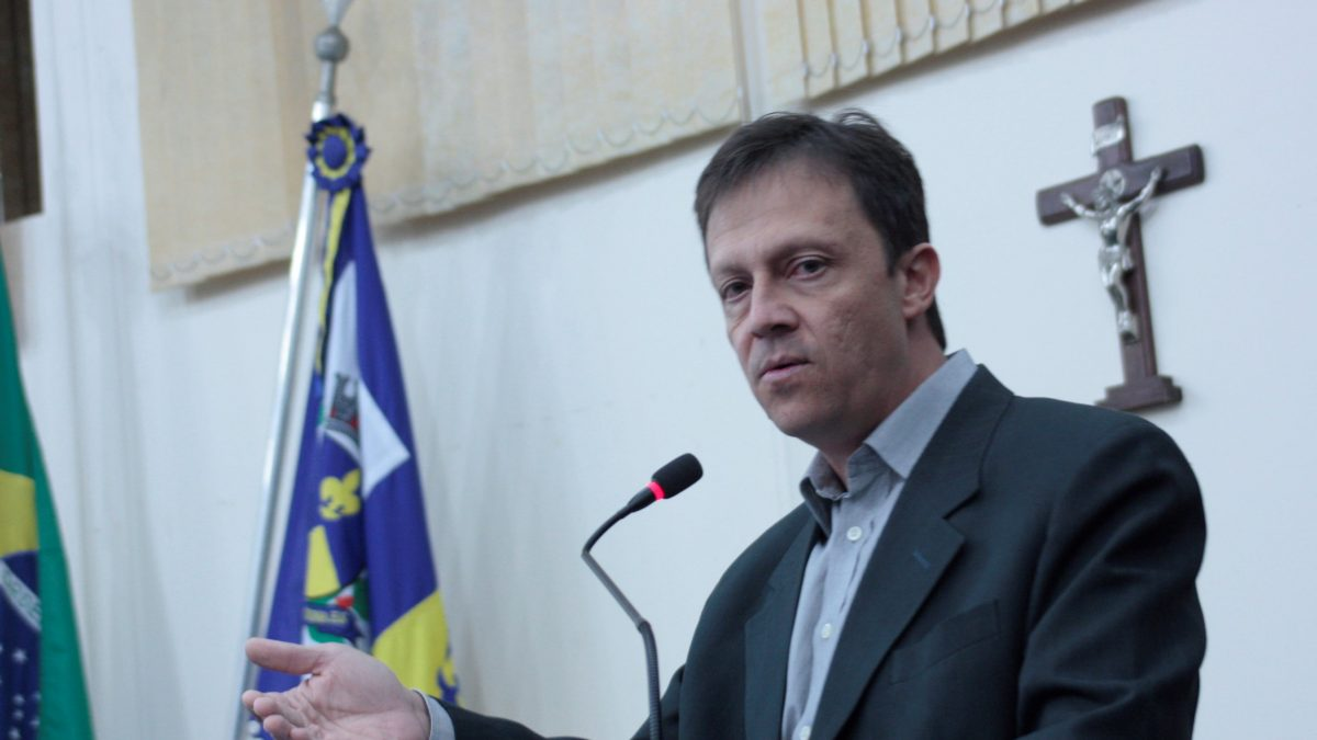 Paulinho quer urgência na reforma do telhado do CAIC