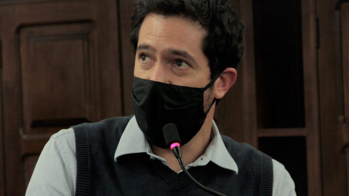 Luisinho cobra transparência nas compras e contratações da Prefeitura para enfrentar pandemia