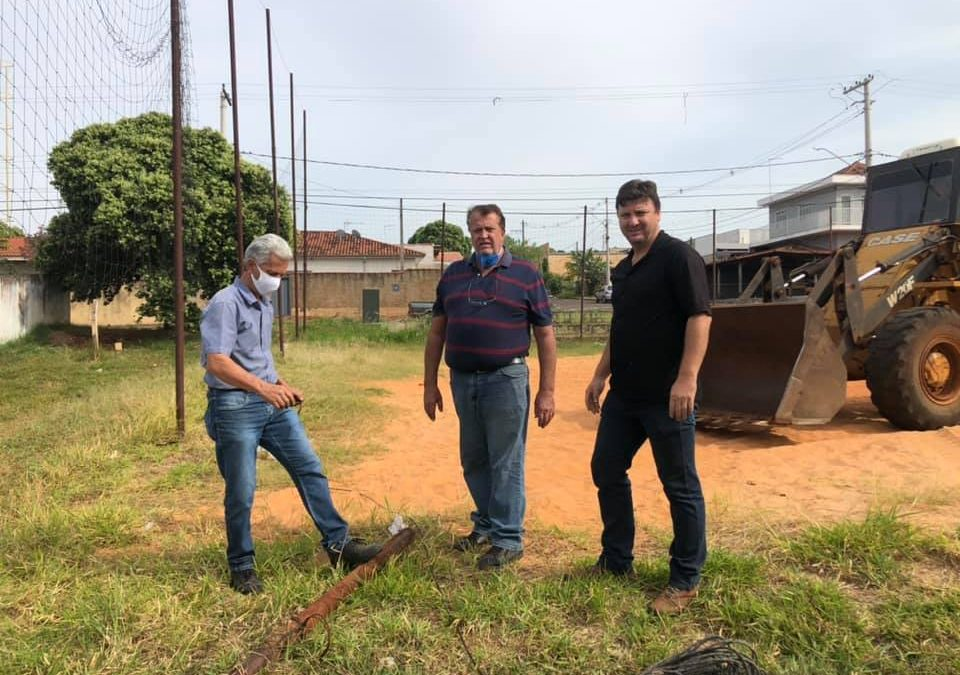 Prefeitura dá início à construção do novo campo sintético do Bairro Morada do Sol