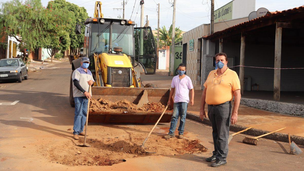 Ruas do Bairro Morada do Sol recebe melhorias por meio da 'operação tapa-buracos'