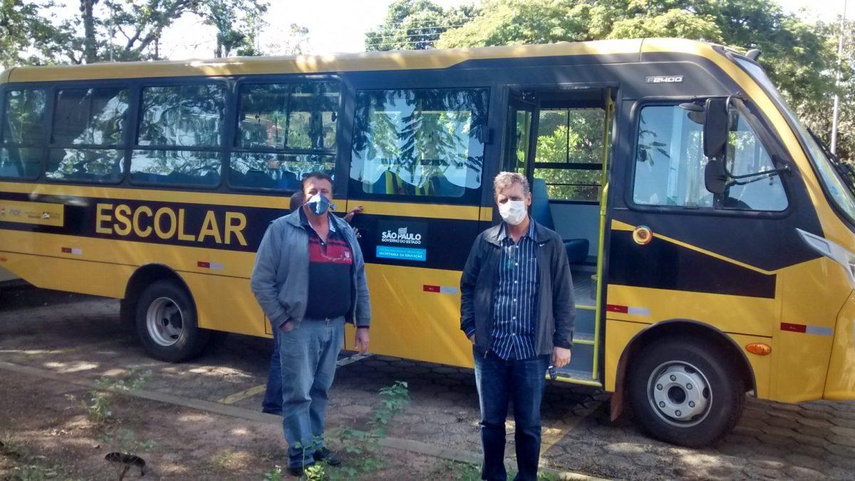 Secretaria de Educação recebe novo ônibus para o transporte escolar