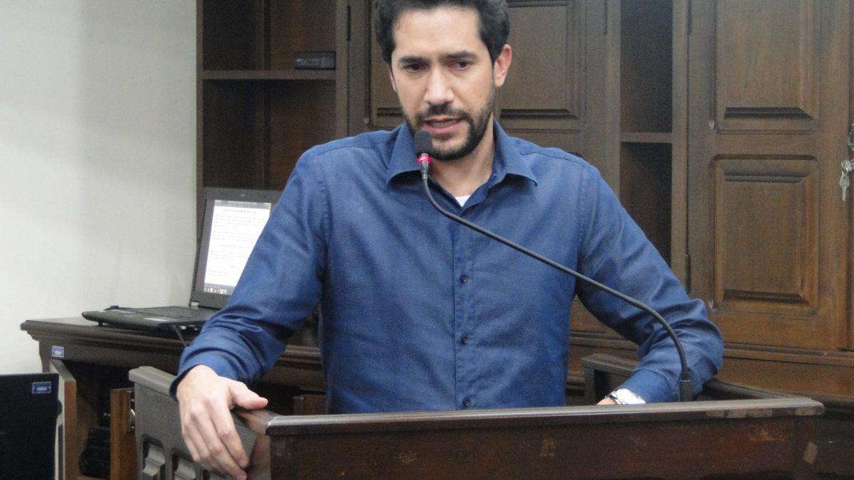 Luisinho defende doação de carneira e isenção de taxa de sepultamento a famílias carentes