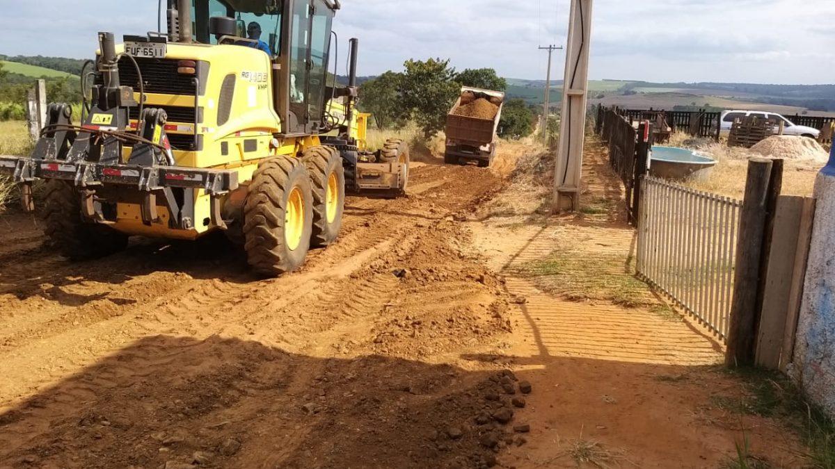 Mais duas estradas municipais receberam melhorias feitas pela equipe da Prefeitura de Descalvado