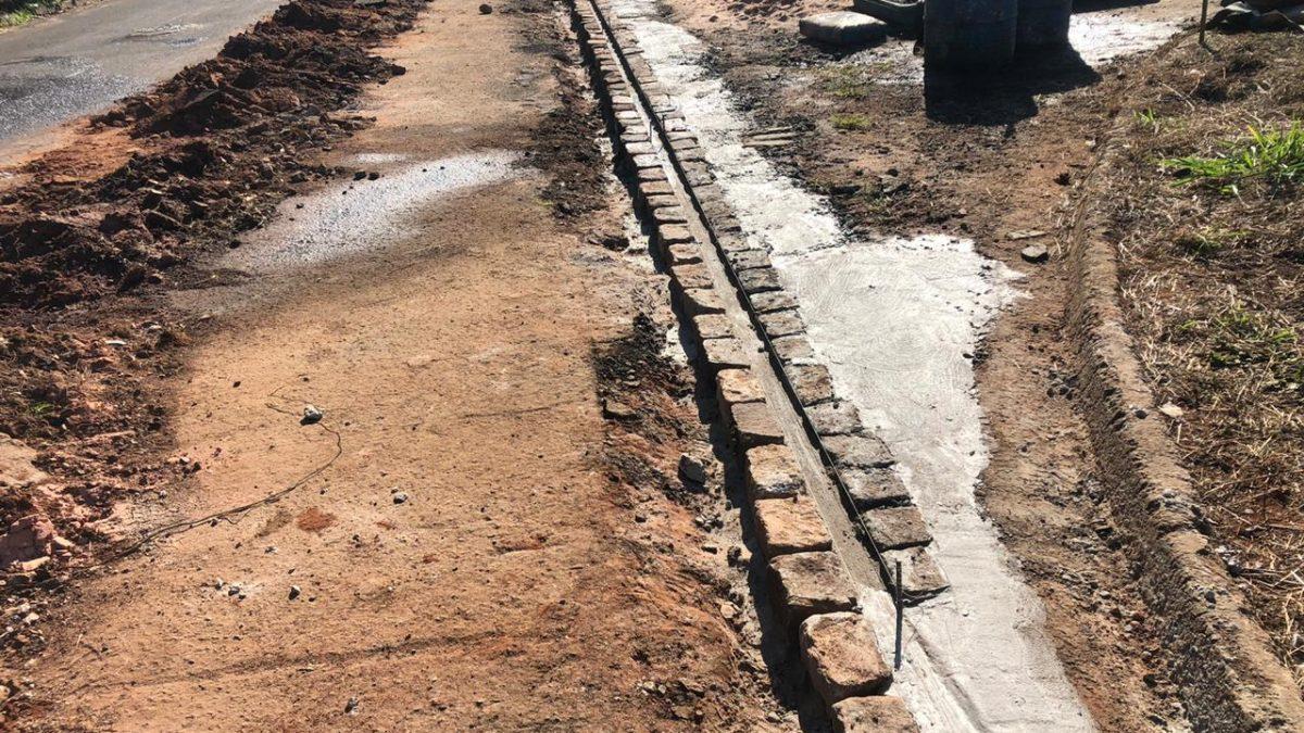 Secretaria de Obras concluiu mais canaletas para o escoamento de águas pluviais
