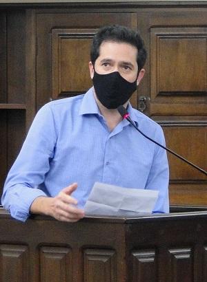 Luisinho quer informações  sobre a contratação de servidores contratados no combate ao coronavírus
