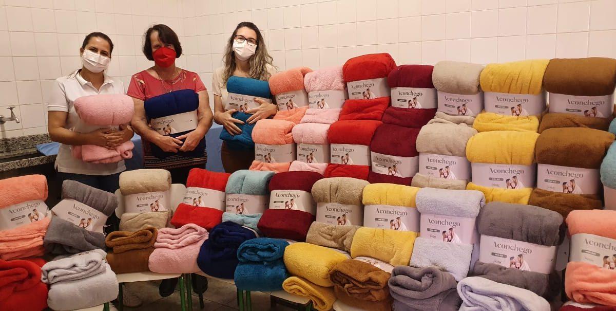 Fundo Social de Solidariedade realiza a doação de cobertores para a Santa Casa