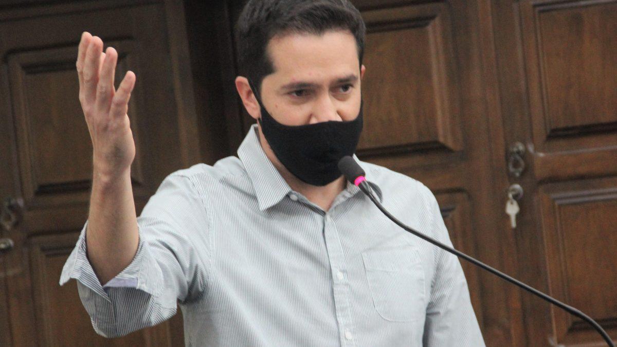 Luisinho pede limpeza da Avenida Antonio Garbuio