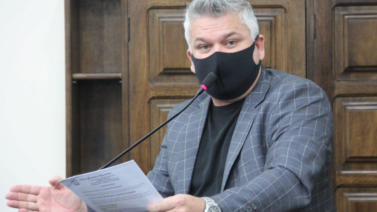 Pastor Adilson quer criação do 'disque-queimadas'