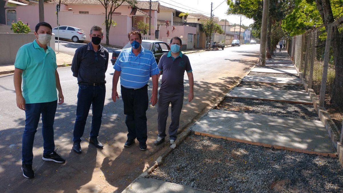 Prefeitura conclui a construção da nova calçada da Rua São Carlos