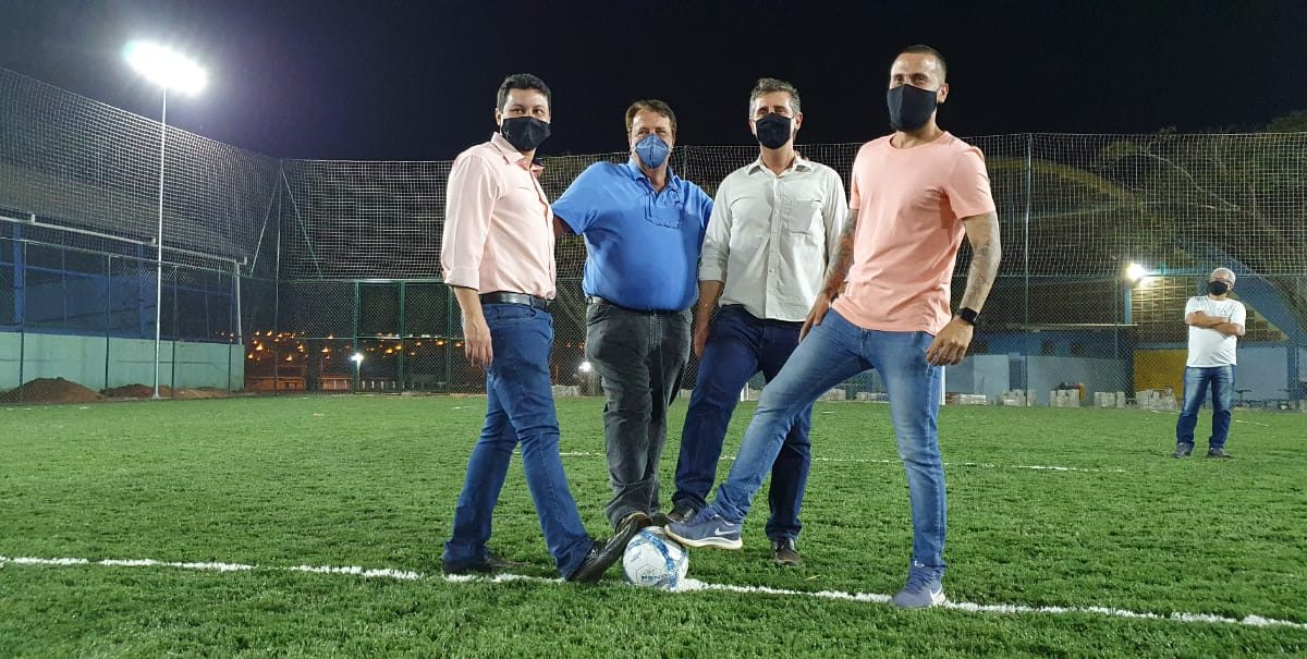 Com cerimonia informal, Prefeitura realiza entrega do campo de futebol society no Ginásio de Esportes