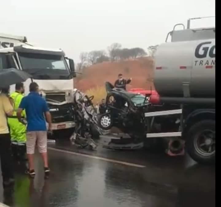REGIÃO – Acidente gravíssimo entre caminhões e dois veículos deixa feridos entre Cravinhos e Ribeirão Preto na Rodovia Anhanguera