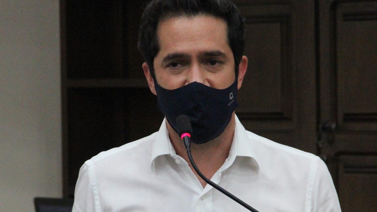 Luisinho propõe obrigar postos a exibir placas sobre diferença entre valores de etanol e gasolina