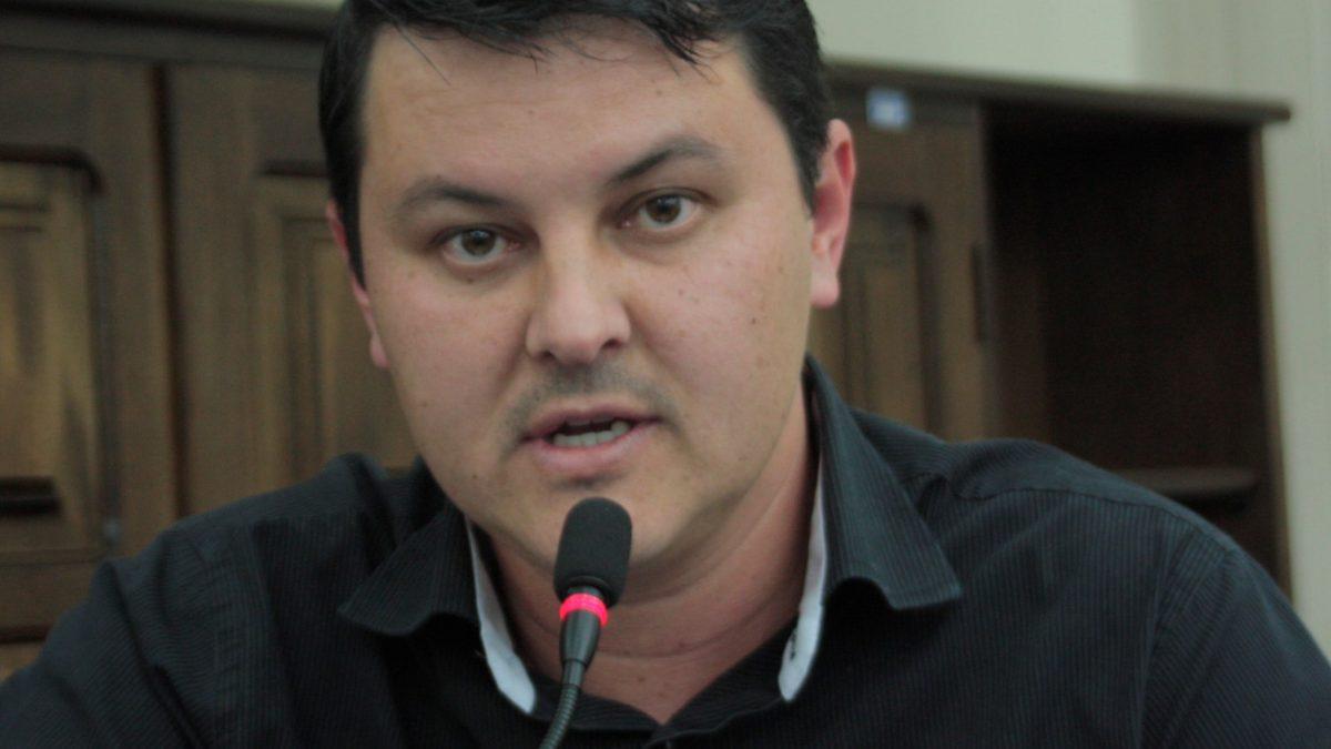 Diego da Global pede informações sobre volta às aulas