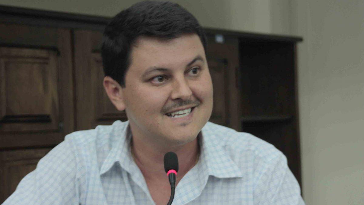 Diego da Global sugere estudos sobre a possibilidade de criar um setor exclusivo para atendimento pediátrico no Centro de Saúde