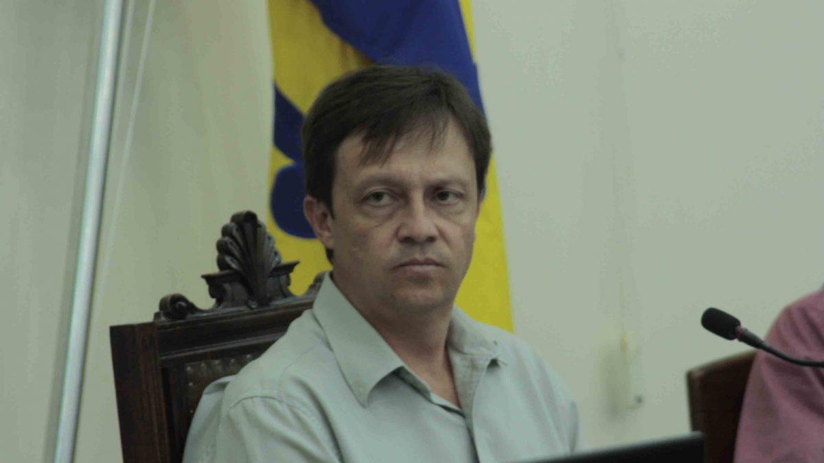 Paulinho volta a cobrar reforma do telhado do CAIC