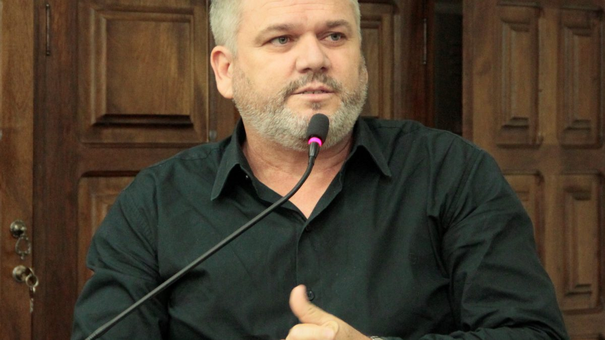 Pastor Adilson reitera: pedido de internet gratuita em locais públicos