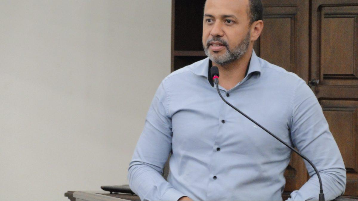 Vaguinho pede investigação sobre suposto assédio moral a servidores da Prefeitura