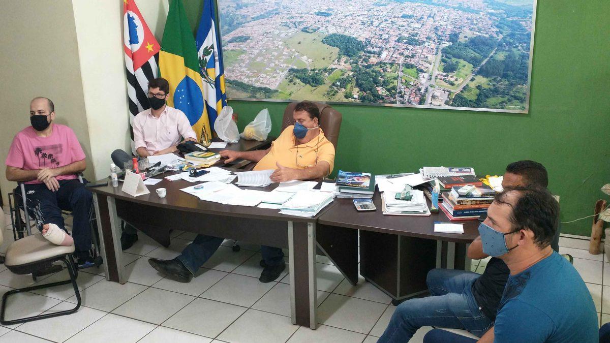 Reunião entre prefeito e vereadores discute os últimos detalhes na elaboração do projeto de lei para anistia de impostos