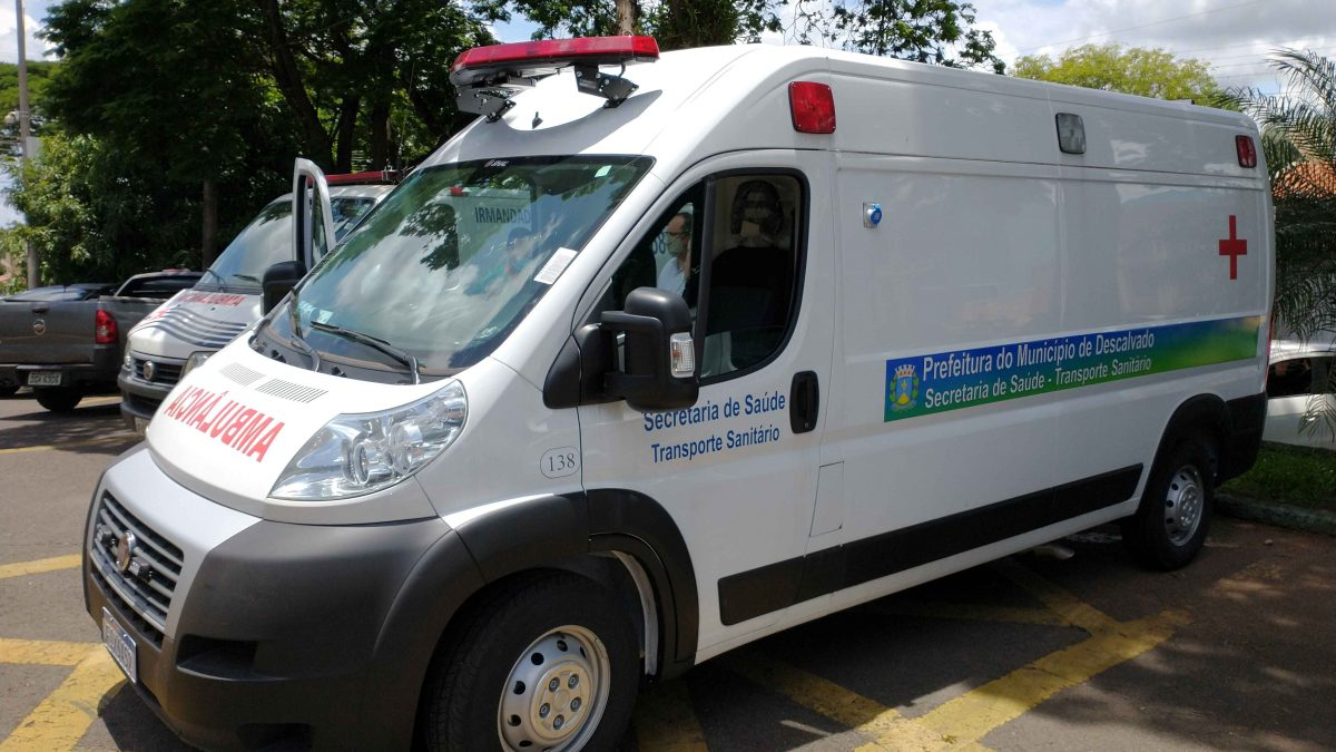 Prefeitura entrega nova ambulância para a Santa Casa e o Pronto Socorro Municipal