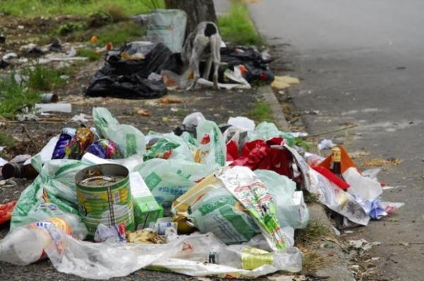 Limpeza de calçadas é de responsabilidade dos proprietários dos imóveis