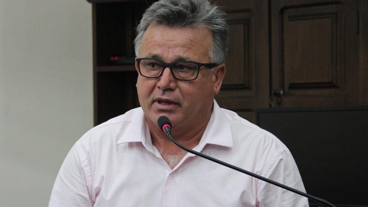 Carlinhos Turmeiro pede limpeza no acostamento da Vicinal Vito Gaia Puoli