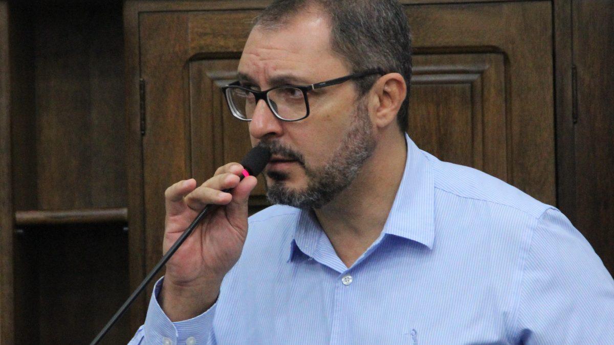 Figueiredo pede mais transparência nos atos públicos da Prefeitura Municipal