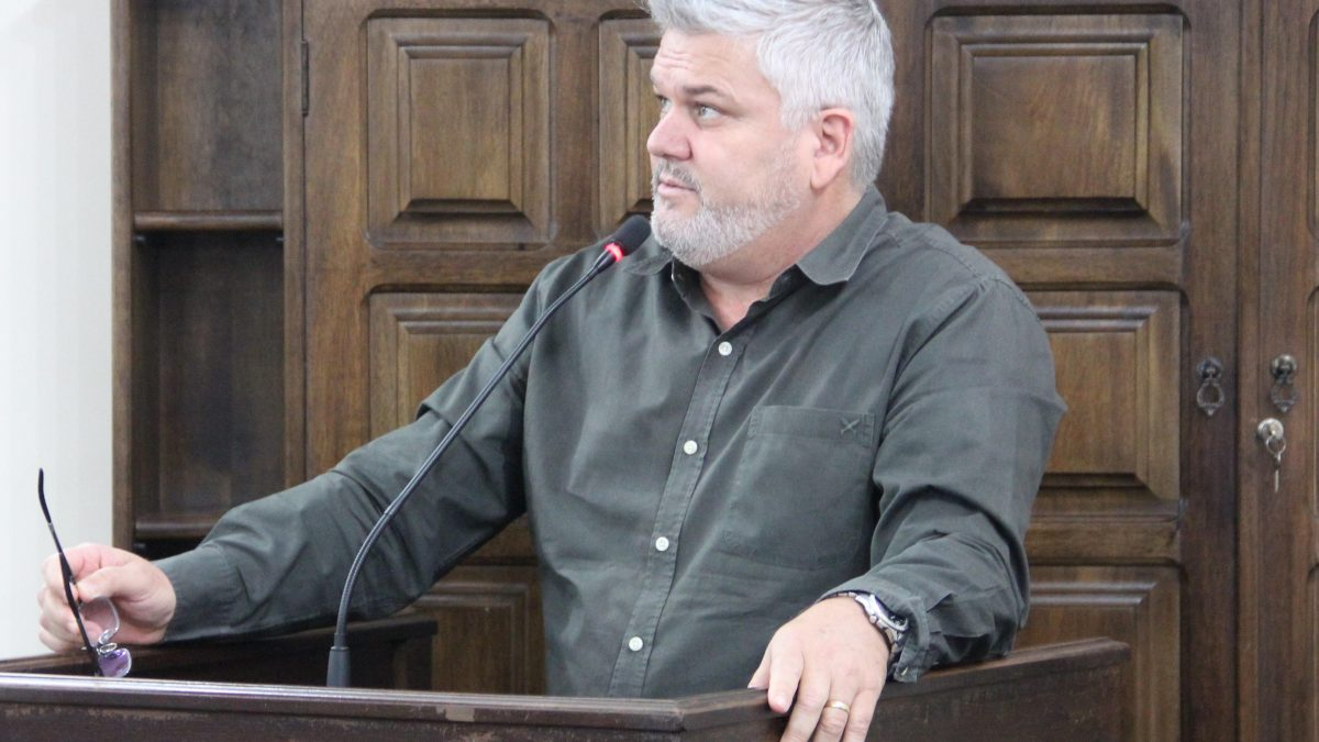Pastor Adilson pede aumento de R$ 100 no Auxílio Alimentação do servidor municipal