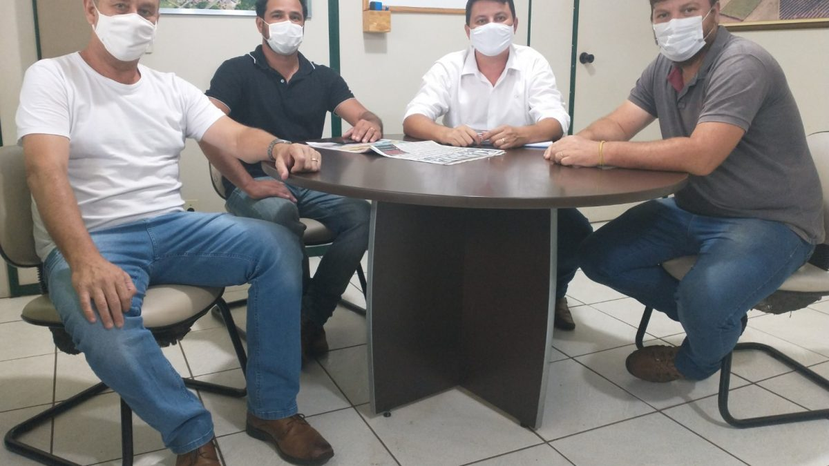 Vice-prefeito recebe visita de representantes de Santa Rita do Passa Quatro
