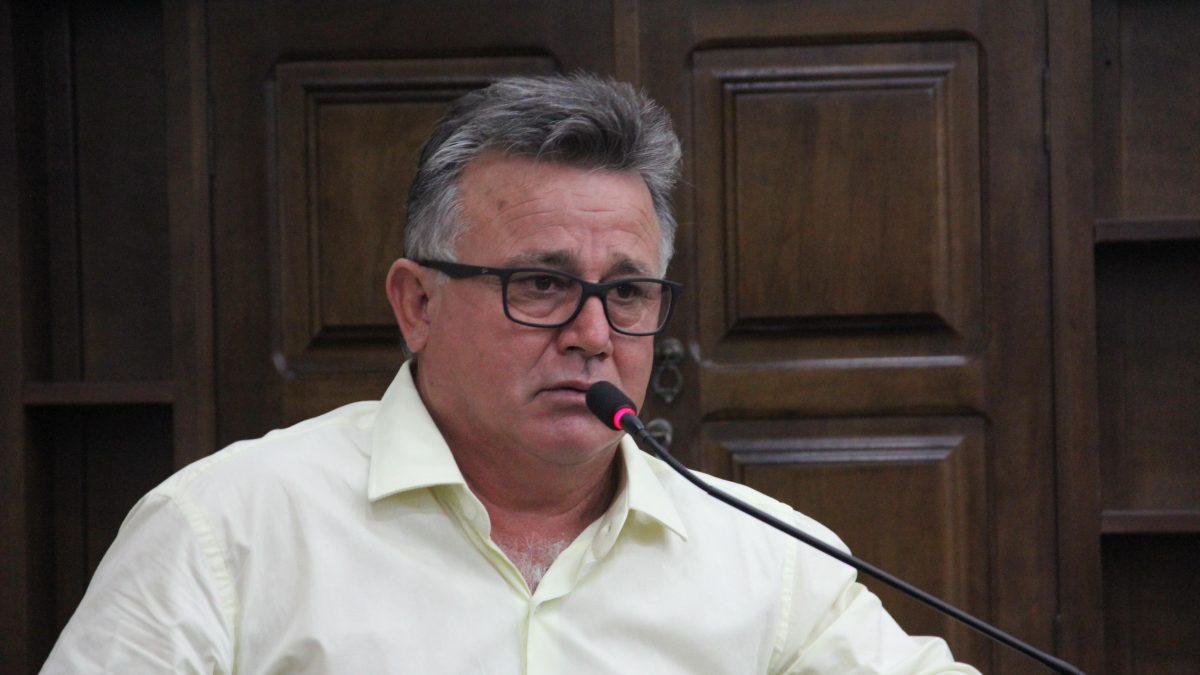 Carlinhos Turmeiro pede colocação de caçamba de lixo na entrada da Vicinal José perna Sobrinho