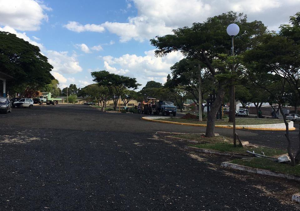 Prefeitura dá início a reforma na área do estacionamento do Cemitério Municipal