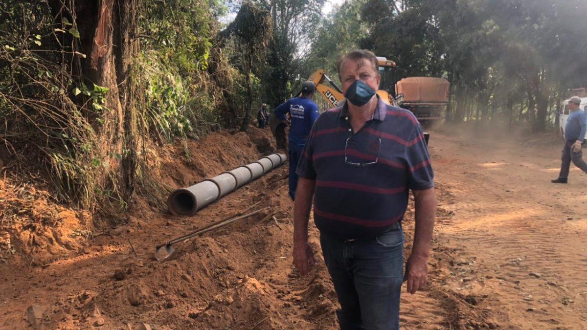 CONSERVAÇAO DE ESTRADAS RURAIS: Prefeitura conclui mais uma importante obra na 'Estrada Velha' entre Descalvado e Porto Ferreira