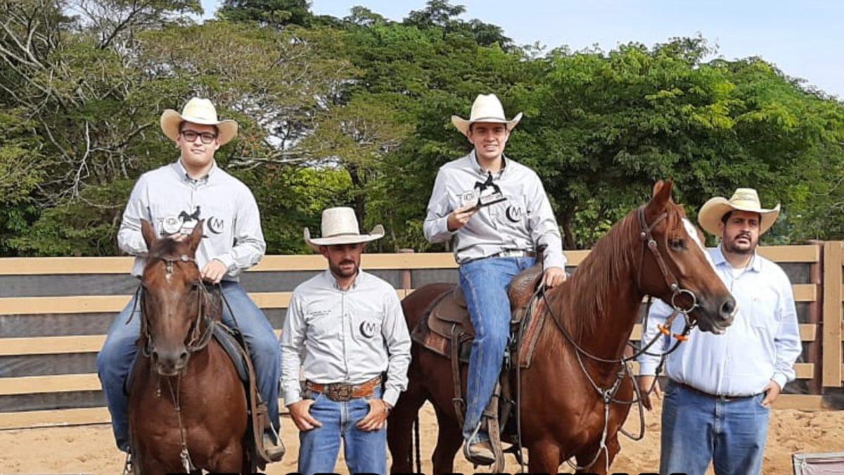 """Dois cavaleiros de Descalvado quebram recorde mundial na modalidade """"ranch shorting"""""""