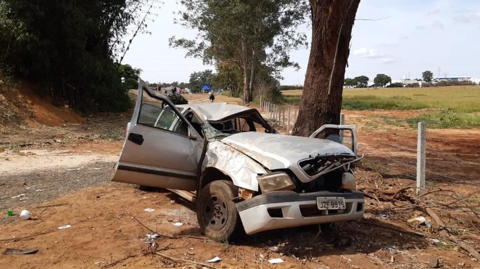 REGIÃO: Cinco pessoas ficam gravemente feridas em colisão entre dois veículos na SP-215