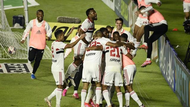 São Paulo goleia o Mirassol e vai à final do Paulistão contra o Palmeiras