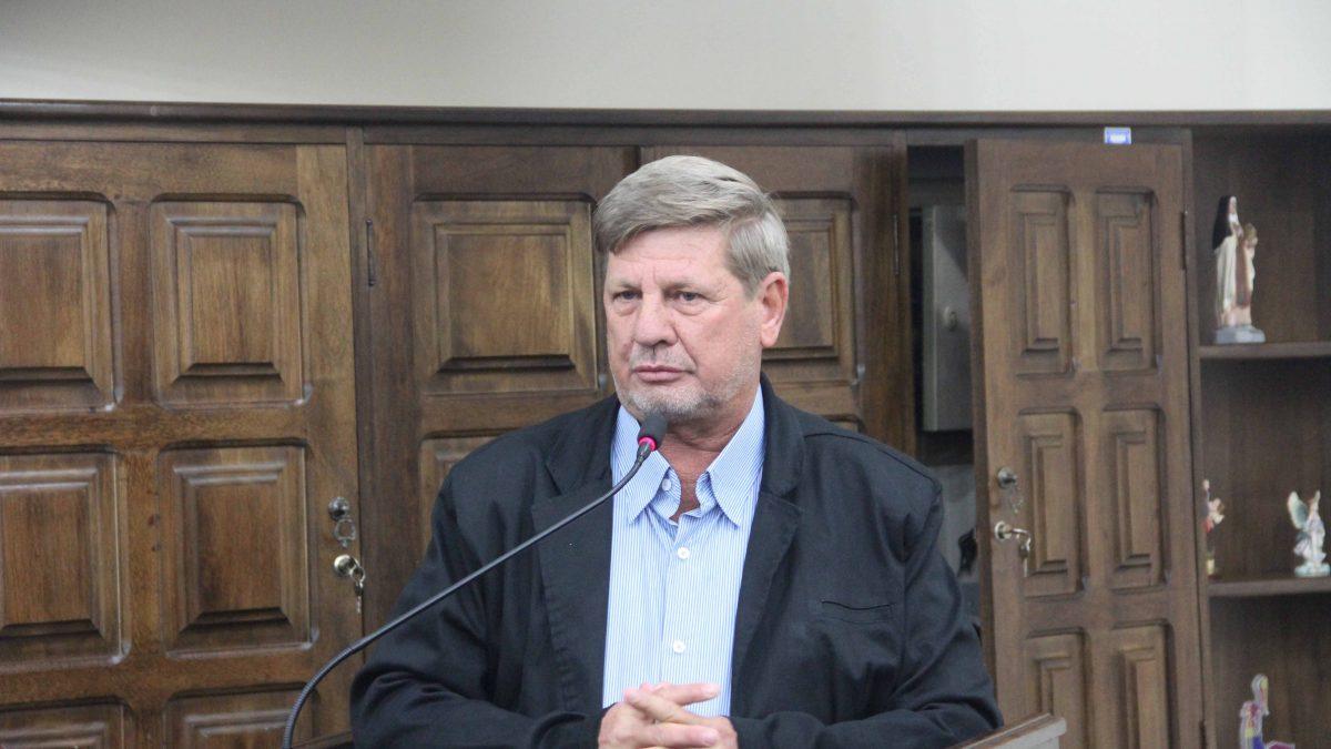 Presidente da Câmara congratula Marcolino pelos 44 anos de carreira