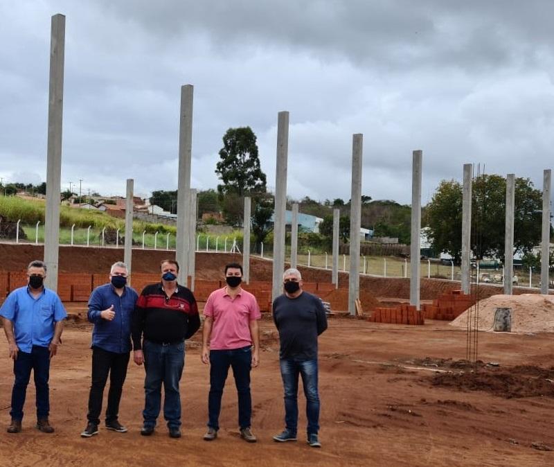 Prefeito, Vice e Vereadores visitam a obra da Ecovital no Distrito do Tamanduá