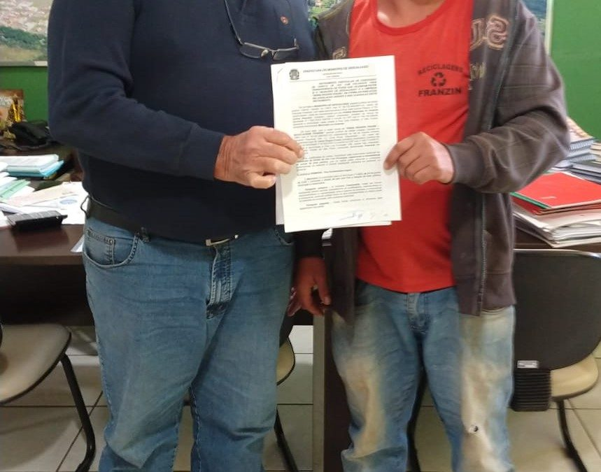 Prefeito mais um contrato de cessão de área para instalação de empresa em Descalvado