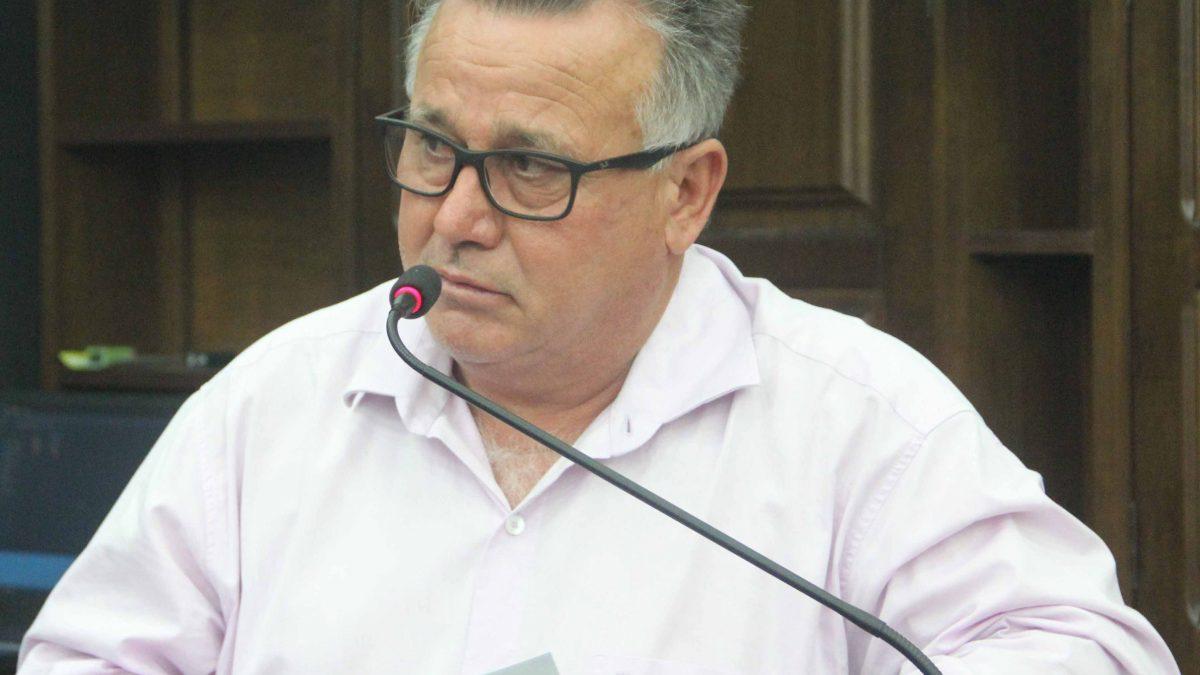 Carlinhos Turmeiro sugere instalação de lixeiras no centro da cidade