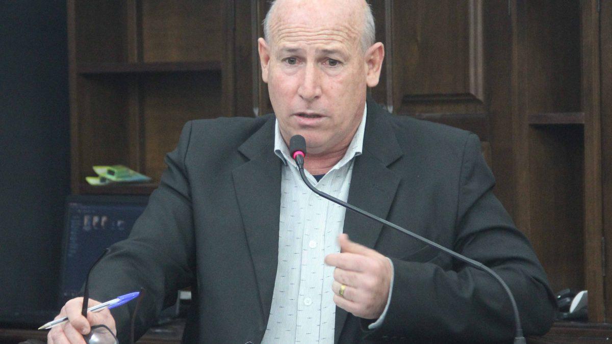 Ismael solicita colocação de placas nos assentamentos