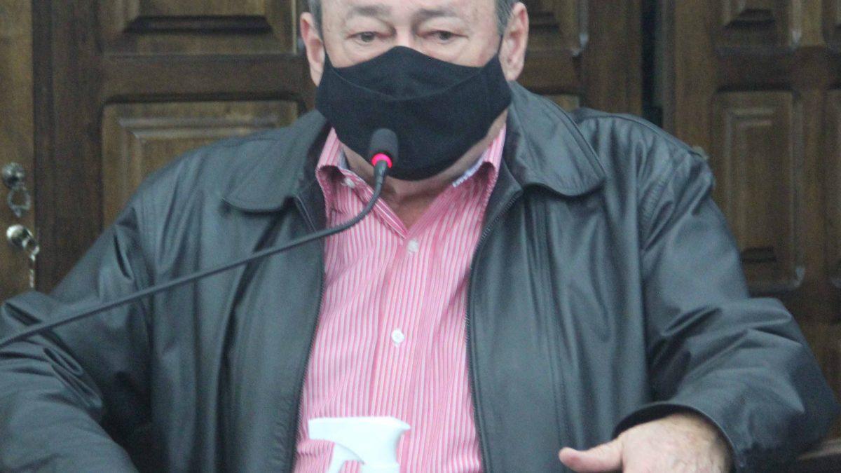 Pinho pede manutenção das bocas de lobo do Parque Universitário
