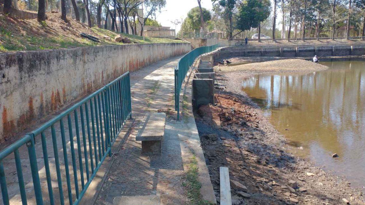 Obras e Urbanismo: Com recursos próprios, Prefeitura prossegue com as reformas na Praça do Lago