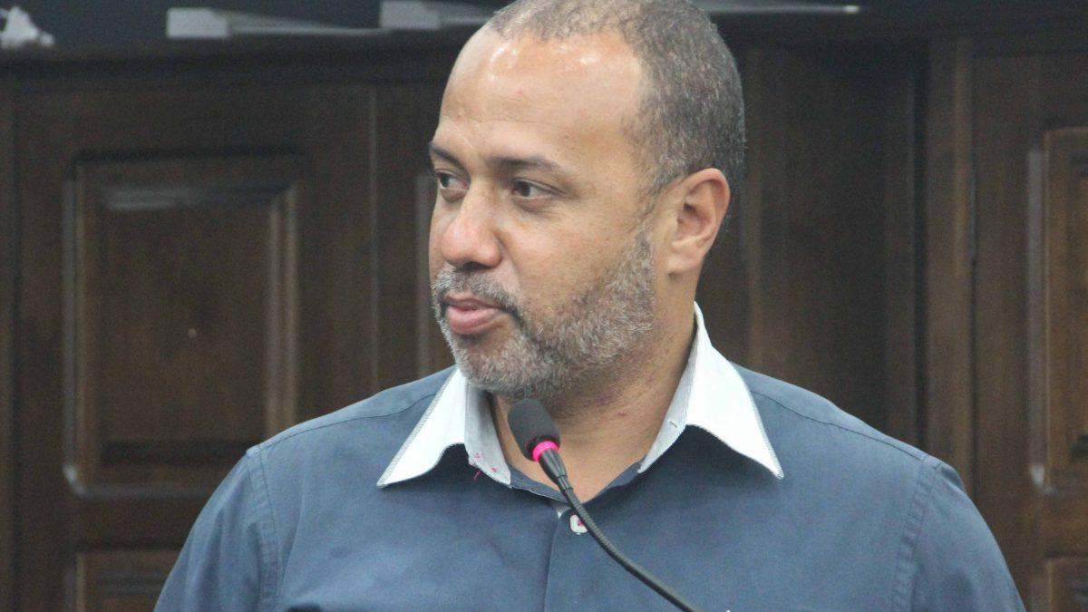 Vaguinho pede melhorias nos bueiros da Rua José Ferreira
