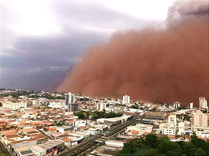 O DIA VIROU NOITE: Tempestade de Areia
