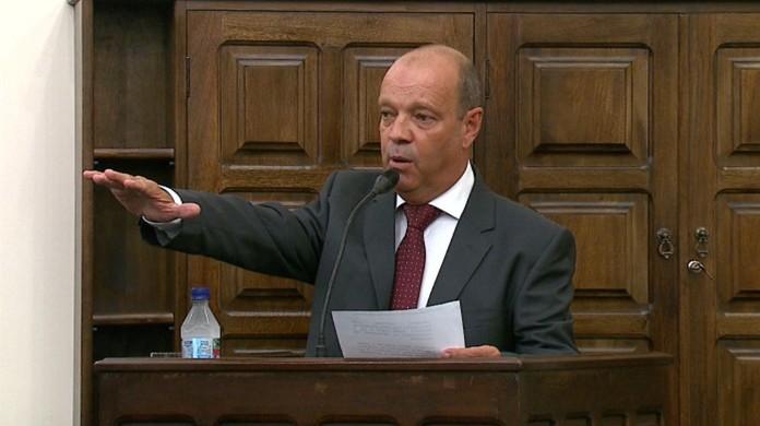 Pastor Adilson homenageia ex-prefeito Henrique da Caixa