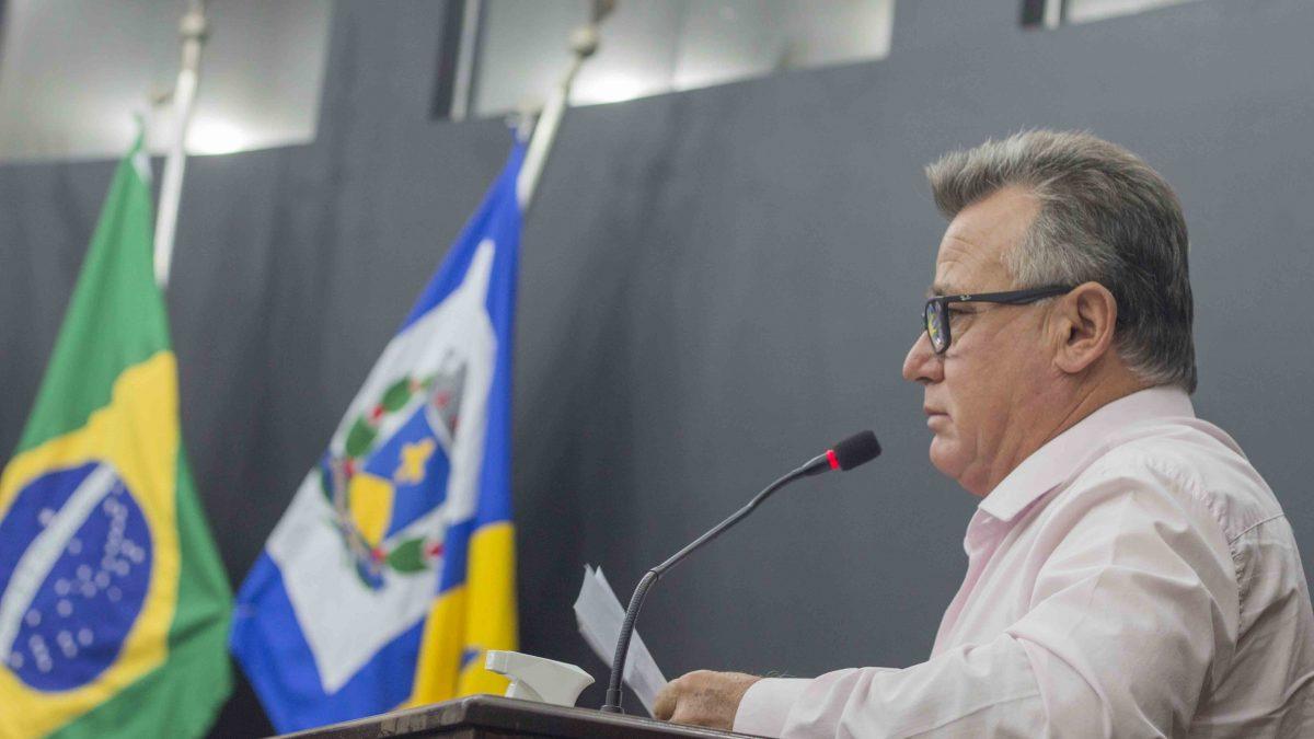 Carlinhos Turmeiro solicita a recuperação de placas de trânsito