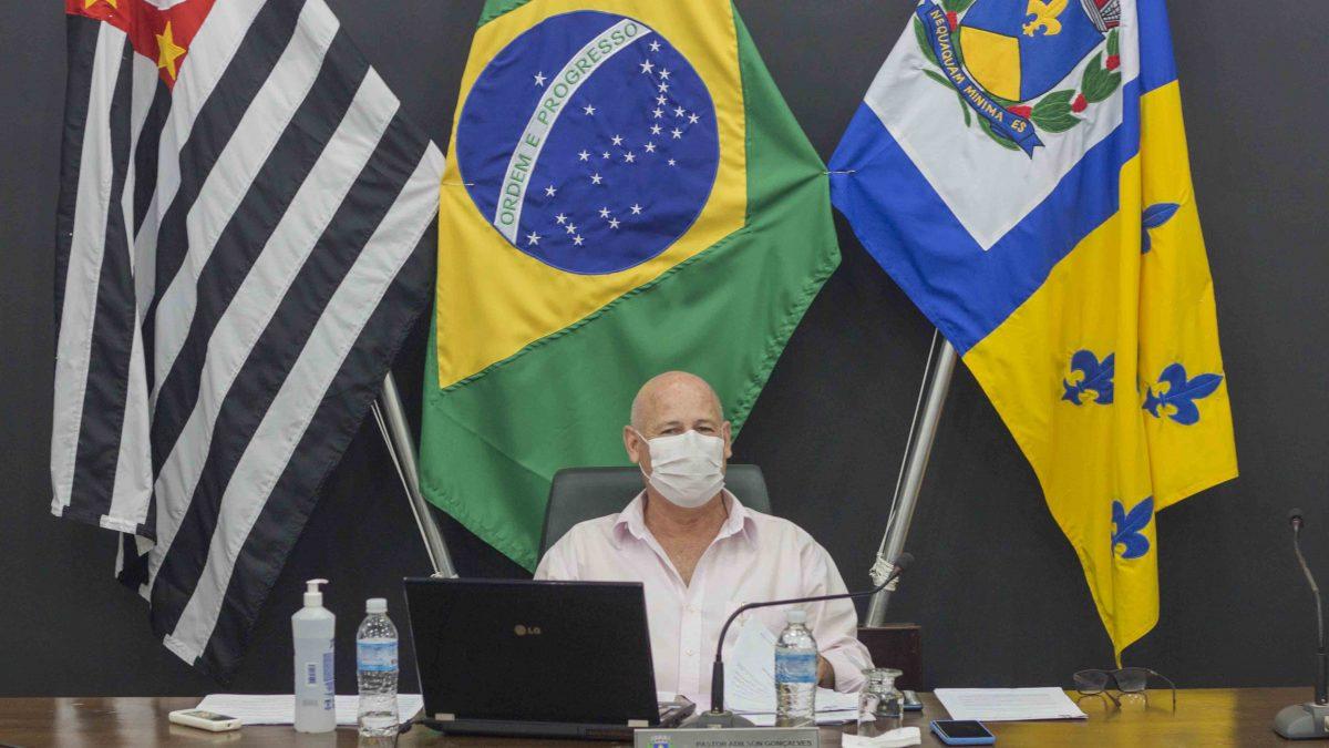 Ismael Franceschini solicita a instalação de estrutura solar nos prédios públicos